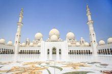阿布扎比·阿布扎比行政区  与其说它是一座城市,不如说是一个王国。  这里,是阿联酋首都,是七个联合
