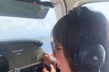 【开飞机的舒克】 今日我是开飞机的舒克 听从机长指挥 做个认真的副机长 只有一名乘客:我妹 翱翔天际