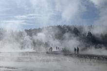 诺里斯是黄石公园最热最不稳定的一系列间歇泉,世界上最大的间歇泉蒸汽船间歇泉也位于此。此区的间歇泉颜色