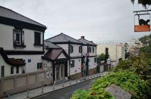一早的神户北野异人馆,静谧小资,一个人闲逛有点浪费。坂上的异人馆是早前的中国领事馆。