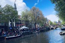 阿姆斯特丹以运河著名。没有运河就没有荷兰的今天。整个运河贯穿城市,运河分为国王运河,绅士运河和王子运