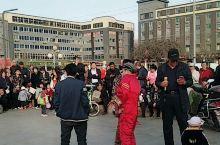 清徐醋都文化广场的人们休闲娱乐节目