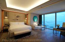 深圳城市酒店里基础房型最贵的酒店,携程上也要3000块,深圳鹏瑞莱佛士酒店,今天正式开幕。这是中国目