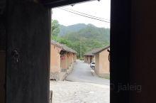 丹凤深山农村,手机没有信号,但五星红旗高高飘扬。