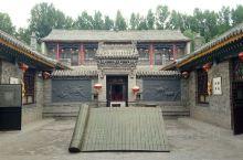 山西汾阳的贾家庄动物园,超级大,学生票半价只要25元,里面有动物还有这种古宅还有很多很多东西。