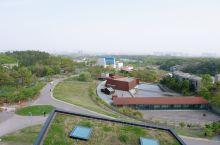 极简主义小众拍照地:南京四方当代美术馆  主美术馆是由美国建筑师斯斯蒂文•霍尔设计,周边还有20多座