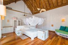 Soneva Fushi激发了61间宽敞的海滨别墅的想象空间,面积从1至9间卧室,隐藏在茂密的树叶之