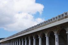 北海道最北的美妙    〔稚内港北防波堤〕是最北边城市〔稚内〕防海波的堤,建筑风格和造型都很独特它是