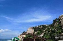 望洋台,位于福建诏安县梅岭镇南门村、悬钟所城外濒海山丘上的一处明代摩崖石刻,坐北朝南的天然竖石耸立如
