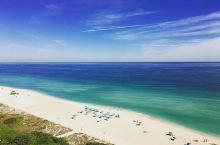 蓝天碧海白沙 休闲胜地—迈阿密海滩 迈阿密海滩一直是我最想去的地方,被誉为美国著名的海上浴场,我看攻