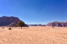 红色的沙漠你见过吗?在约旦南部的瓦地伦沙漠就是红色的。独特的沙漠景观让人叹为观止,电影《火星救援》、