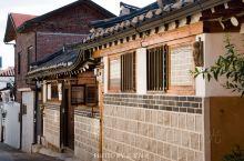 如同北京的南锣鼓巷、上海的田子坊一样,首尔的北村韩屋村也是当地最具历史文艺气息的地区之一。北村是朝鲜