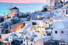 圣托里尼岛属于充满古神话的希腊,是爱琴海最璀璨的一颗明珠、柏拉图笔下的自由之地。这里四季气候宜人,阳
