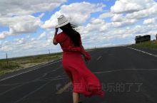 行驶在路上车内,锡林郭勒大草原途中拍照臭美。