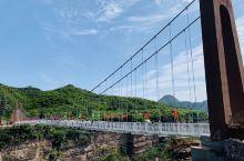 太行大峡谷之三:今天下午游玩了包含9D玻璃吊桥的太行天路景区。桃花谷出来直接坐景区观光车到了玻璃桥这