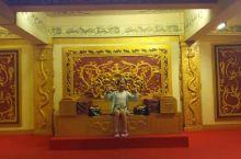 暑假和家人去了浙江横店影视城,第一次实地见证了电视电影里才见到的场景,并且体验了一把古代皇宫里的生活