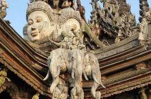 用纯木雕刻而成的真理寺,巧夺天工