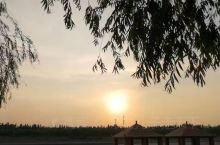傍晚散步好去处,昆河公园。虽然不很大,但夕阳西下的时候,景色很美哦
