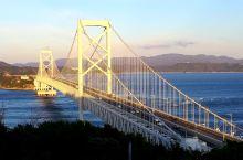 位於日本四国德岛之大鸣门桥,是連接四国與本州之重要通道之一,大橋横貫於濑户內海之上,宏偉壯观,在嗚门
