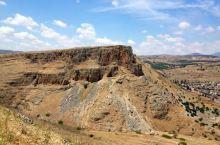 很棒的远足和风景  我和老婆来到以色列提比利亚度假。我们在基布兹•吉诺萨尔认识了一个当地人,他和我们