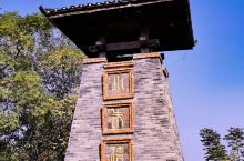 武汉市江夏区五里界街的《小朱湾》是童周岭村13个村湾之一,占地约785亩,村民32户157人,该村被
