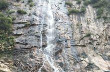 漫山花溪谷感觉门票有些贵里面也就在最里面有个瀑布但是发现是人工的,建议直接座观光车直接上到顶别的都是