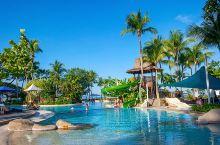 沙巴亚庇的香格里拉莎利雅度假酒店,绝对是当地最顶级的度假酒店啦,虽然没有在市区,却拥有背山面海、非常