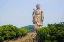 灵山胜境—佛光普照 灵山胜境位于江苏省无锡市的太湖之滨,是国家AAAAA级旅游名胜景区。主要景点有: