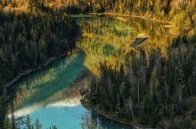 喀纳斯风景区位于新疆阿尔泰山中段,地处中国与哈萨克斯坦、俄罗斯、蒙古国接壤地带。景区面积10030平
