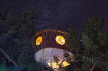 国内最美看星空赏日出露营地  漳浦六鳌翡翠湾,夜晚的沙滩没有白天那么多人,秋千、沙滩、渔船几乎都可以