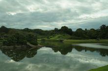 后乐园1952年被指定为特别名胜。它设计别具匠心,可以环绕池塘、林地观赏不同的风景。这是一个纯日本风