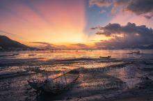 沙江镇围江村,若是路过,也许你会觉得它的景色很普通。但其实她的美蕴藏在黎明时分、潮汐之间。  晨曦绯