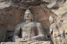 云冈石窟昙曜五窟:开凿于公元460-465年,是云冈石窟凿最早,气魄最宏大的窟群。五窟六窟毗连成一组