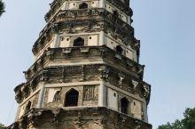 """虎丘山风景名胜区位于苏州古城西北角的虎丘山风景名胜区,有2500多年的悠久历史,有""""吴中第一名胜""""、"""