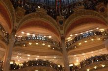 9月16日。巴黎。上午老佛爷百货购物。巴黎歌剧院近在咫尺,本想顺便细细参观一下。可是遭遇不知什么内容