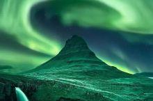 冰岛草帽山(Kirkjufell )位于冰岛Grundarfjordur小镇附近,坐落于斯奈山半岛(