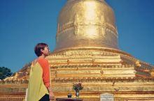 罗迦南达佛塔位于新蒲甘的西南边,紧邻江边,所以可以一览伊洛瓦底江。这个佛塔金光闪闪,在新蒲甘还算壮观
