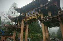 峨眉山位于四川省乐山市境内,是国家级风景名胜区和被联合国教科文组织列入的世界遗产名录区。景区面积15