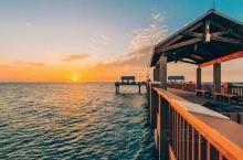 佛罗里达州的清水湾 位于奥兰多以西90分钟车程 享受35英里的白色沙滩 翡翠绿水 还有全年灿烂的温暖