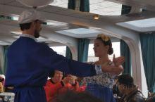 俄罗斯民族风情(一):在圣彼得堡游涅瓦河,有民族风情舞表演,有伏特加和鱼子酱。性价比非常髙,鱼子酱和