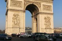 巴黎掠影~对巴黎的印象还停留在时装上,但来到这里却没有发现那些走在T台的模特,但巴黎的服饰确实是时尚