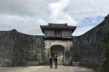 首里城,冲绳古时的皇宫。 前段时间听闻首里城着火啦,赶紧补一篇旅拍纪念一下。首里城是冲绳古时的皇宫,