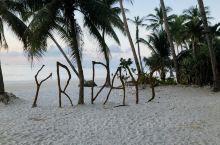 早晨的星期五沙滩,静,净,敬!安静,没有任何喧嚣的浮躁;干净,整洁有序的环境,耳目一新;敬礼,为一早
