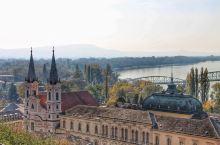 艾斯泰尔格姆小镇,它是匈牙利早期首都,也是奥匈帝国皇帝登基的地方。 在14,15世纪,埃斯泰尔戈姆与