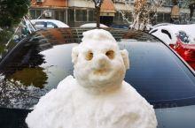 2019年的第一场雪  ,如约而至,雪后天晴堆的小雪人很可爱(๑• . •๑)。