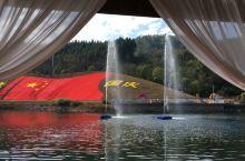 浙江开化花牵谷的最大看点不是花,而是一面旗。