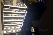 昆山高新美居酒店,大堂不大但是很有特点感觉有档次,外观也是这个商务楼的特色。酒店是委托华住会管理的,