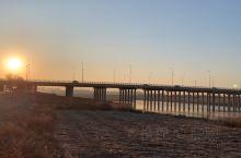 中央跨河桥