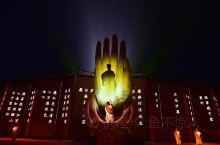《六祖大典》全球首部禅宗文化大型实景演出,历时5年,投资3亿,分为八个篇章,由500多个专业演员倾力