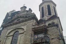震撼!宏伟的建筑,外部朴实典雅,内部装饰富丽堂皇。大教堂四柱,华盖,主教宝座讲台,彩绘玻璃窗,宗教壁